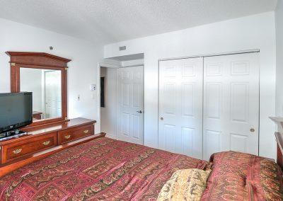 Chambre principale avec garde-robe au 204-2250 rue Ward Ville Saint-Laurent
