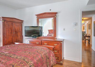 Chambre principale avec couloir au 204-2250 rue Ward Ville Saint-Laurent