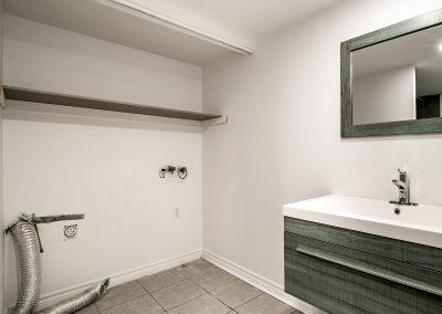 Entrée laveuse sécheuse dans la salle de bain du 4-8911 Maurice-Duplessis