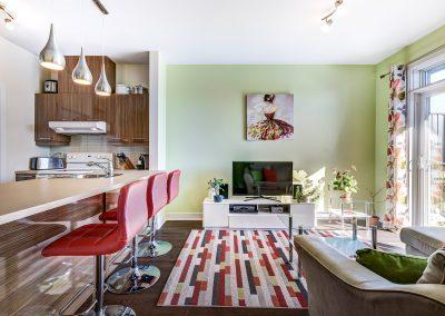 Salon et cuisine du condo au 305-919 Jules-Huot, Laval