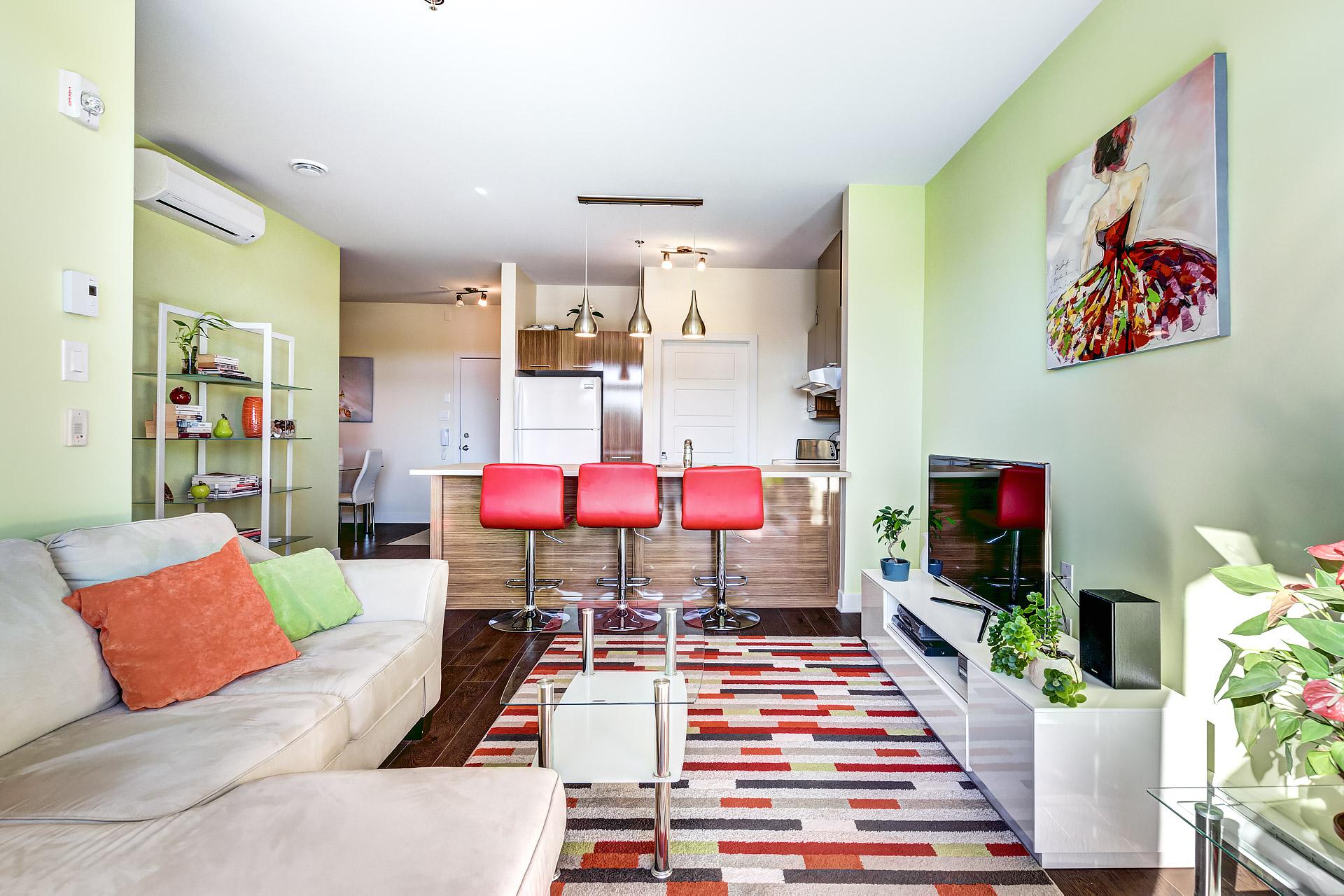 Salon et cuisine du condo au 305 919 jules huot laval for Salon du tp