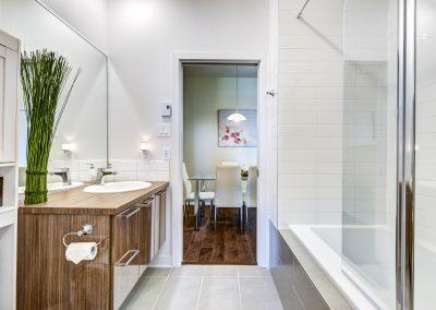Salle de bain du condo au 305-919 Jules-Huot, Laval
