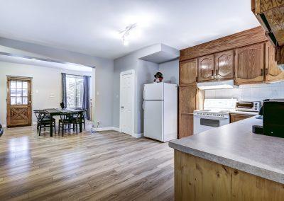 Vue d'ensemble de la cuisine du duplex au 2188 rue Denonville