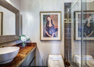 Salle de bain au premier étage du 604 rue Diane Ste-Dorothée Laval