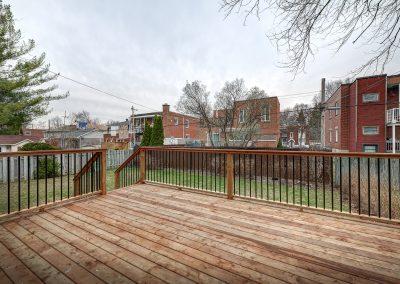 Terrasse dans la cours arrière 10809 rue Verville