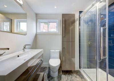 Salle de bain au sous-sol 10809 rue Verville